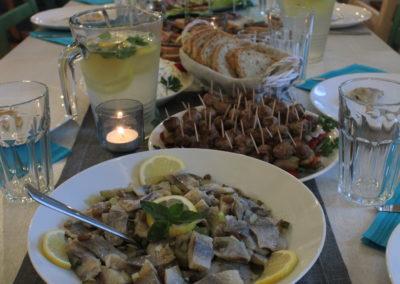 Restauracja na Kaszubach - dania na stole - Pensjonat Mięta i Woda